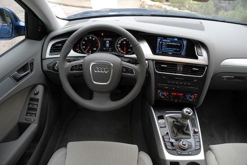Audi håller stilen, förarmiljön är elegant, stram och funktionell. Solid som en riksbank.