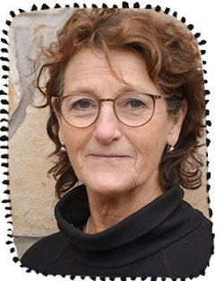Psykologen Antonia Reuter har lång erfarenhet inom barnhälsovård och flyktingmottagning. Just nu arbetar hon i ett utvecklingsarbete kring barns och ungas hälso- och sjukvård i Västra Götalandsregionen.