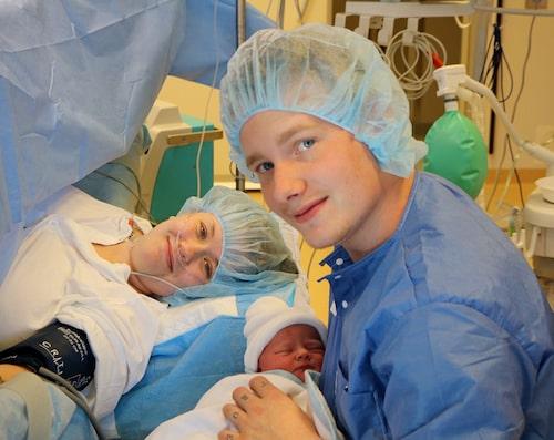 Nyblivna tvåbarnsföräldrarna Angelica och Joel.