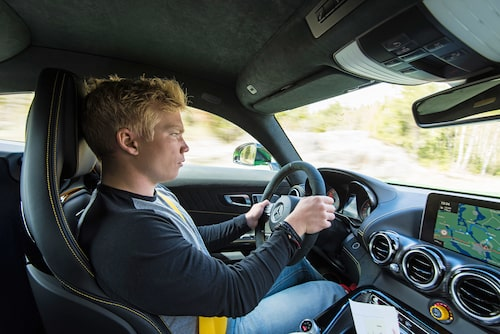 På öppna vägar glömmer jag direkt det som är dåligt med AMG GT R, det här är den roligaste bilen jag kört.