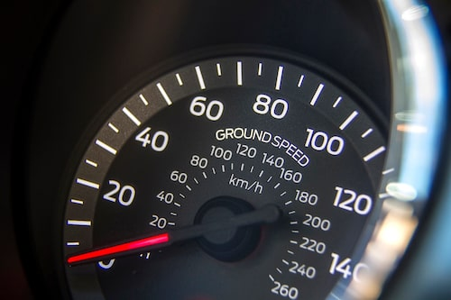 Toppfart på mark är 250 km/h. Snabbare på sjön?