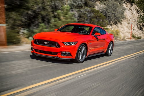 Nya Ford Mustang chockar bilvärlden med fyrcylindrig motor och individuell upphängning bak.