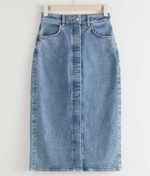 Tight pennkjol i jeans med slits framtill från & Other Stories. Klicka på bilden och kom direkt till kjolen.