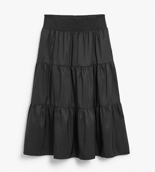 Svart kjol med volanger från Kappahl.