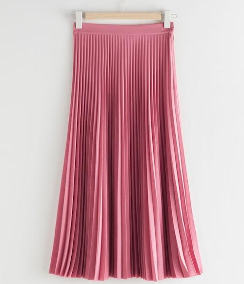 Plisserad kjol från & Other Stories. Klicka på bilden och kom direkt till kjolen.