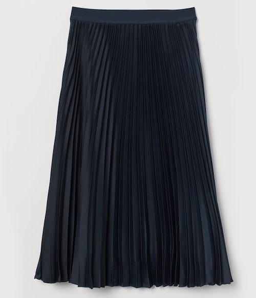 Svart plisserad kjol från H&M. Klicka på bilden och kom direkt till kjolen.