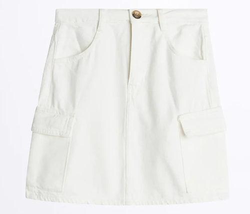 Kort vit jeanskjol från Gina Tricot. Klicka på bilden och kom direkt till kjolen.