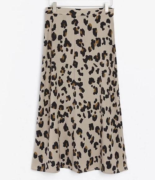 Kjol i leopardmönster från Lindex. Klicka på bilden och kom direkt till kjolen.
