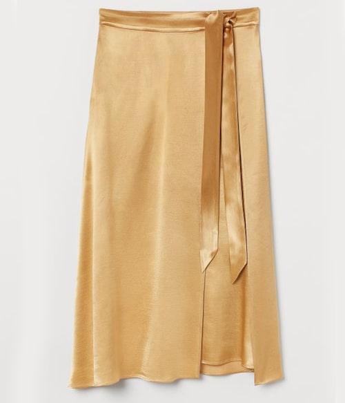 Gul omlottkjol från H&M. Klicka på bilden och kom direkt till kjolen.
