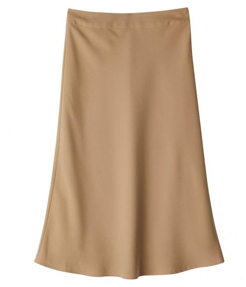 Beige satinkjol från Stylein. Klicka på bilden och kom direkt till kjolen.