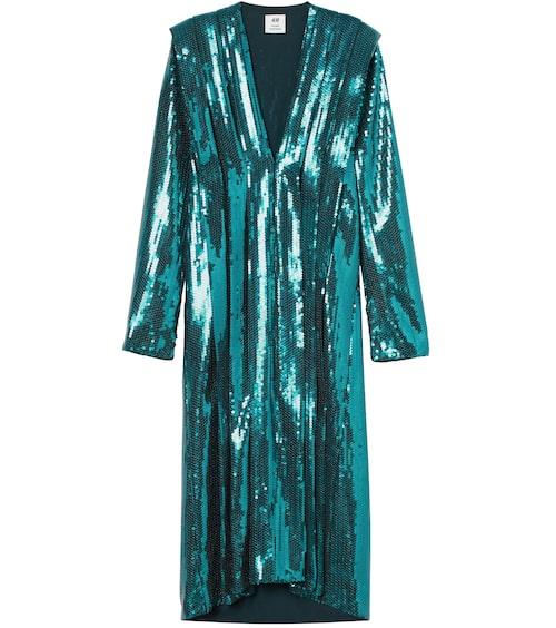 Paljettklänning från H&M Studio AW20. Klicka på bilden och kom direkt till produkten.