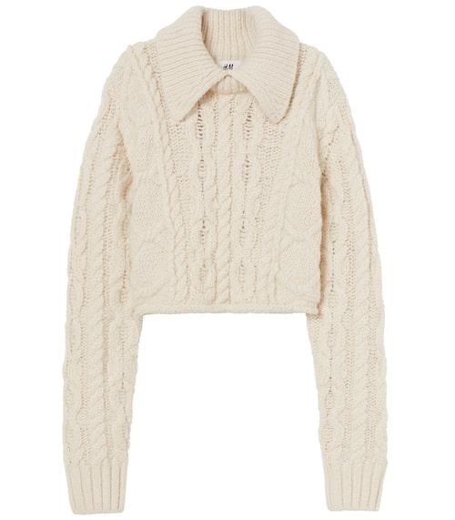 Stickad tröja från H&M Studio AW20. Klicka på bilden och kom direkt till produkten.