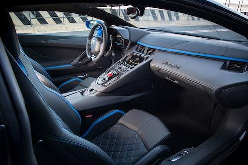 Mittkonsolen innehåller en diger uppsättning reglage och knappar och det är tydligt var arvet kommer från, nämligen Volkswagen.