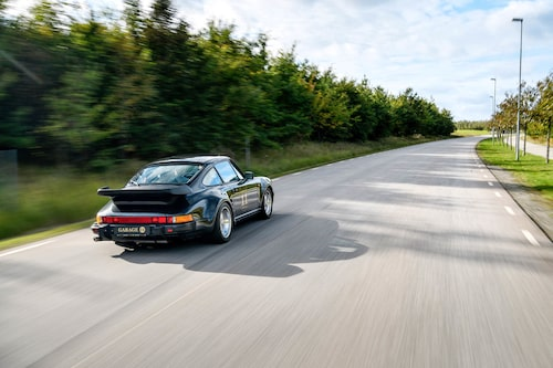 Det är från den här vinkeln vi minns Porsche 911 Turbo bäst. Den körde om det mesta på hjul.