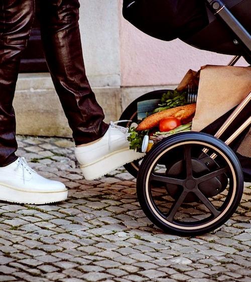 Cybex var först ut med att göra en barnvagn som går på el.
