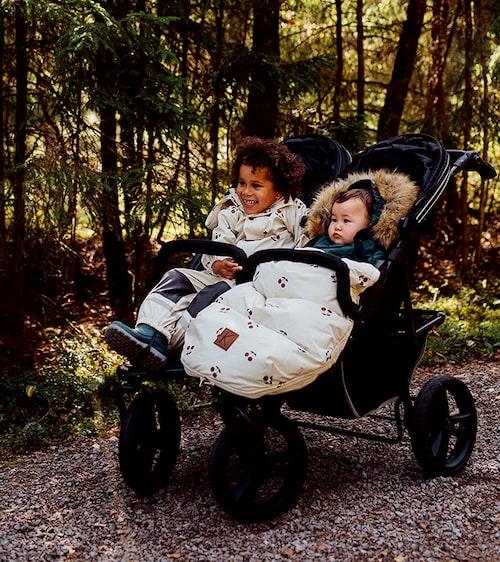 Carena Visby är en rejäl barnvagn för två.