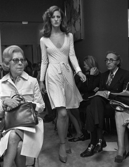 1973, när Diane von Furstenberg visade upp sin wrapklänning under en visning för första gången.