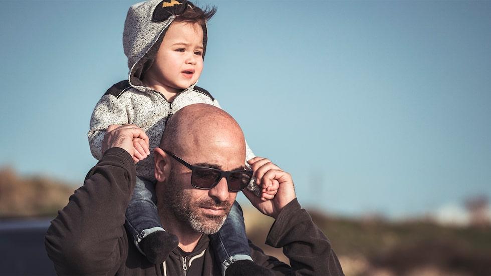 Ibland duger pappa - men inte om barnet är sjukt eller ledset. Varför?