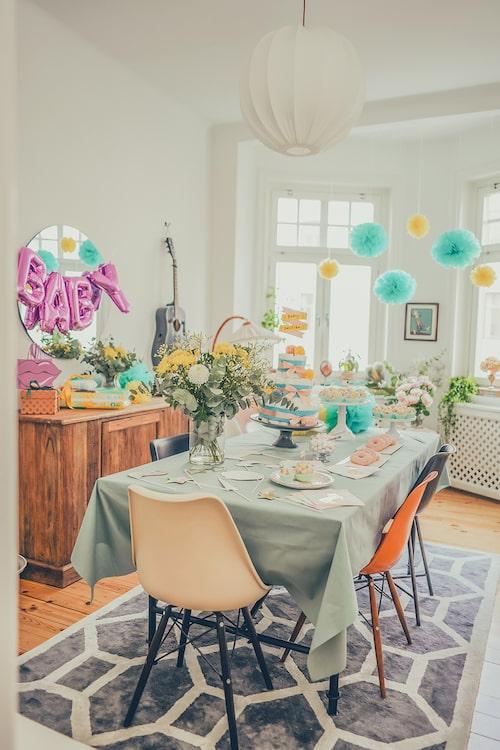 Vår profil Vanja Wikström tipsar: Se till att babyshowern blir extra härlig genom att dekorera och pynta hemmet speciellt för tillfället. Knivlisa tipsar om roliga lekar.