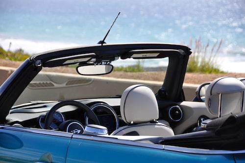 Karaktären hos Mini Cabrio är något mer vuxen och mogen än tidigare, fortfarande lekfull.