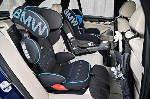 Enligt BMW ska det vara möjligt att få plats med tre barnstolar bak. Men vad göra av barnvagnarna...