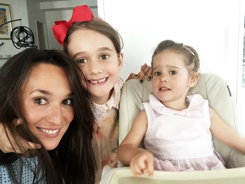 Vivianne med döttrarna Antonia och Sasha.