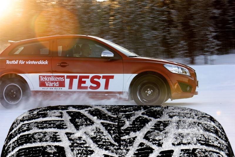 Test av 15 vinterdäck, fem dubbdäck och tio dubbfria.