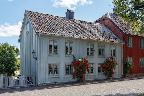 För några år sedan betraktades det närmast som ett rivningsobjekt, men idag har huset på Kyrkogatan återfått sin glans.