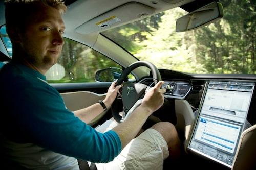 """""""Ungefär som att sitta i en iPad"""". Tesla-interiören är kraftigt Apple-influerad."""