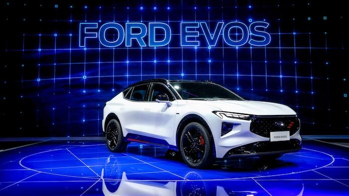 Ford är än så länge hemliga, vi har inte fått se Evos bakre regioner och tekniska data om drivlina, storlek och liknande finns det inte i dagsläget.