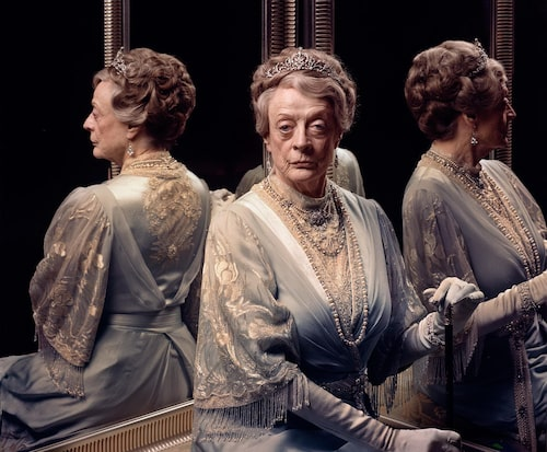 Maggie Smith chefar i Downton Abbey.