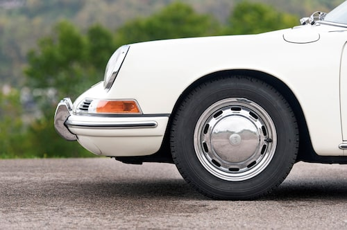 911:or byggda före 1969 hade den korta hjulbasen på endast 221 cm. Efter det växte hjulbasen med sex centimeter för att ge bättre viktfördelning.