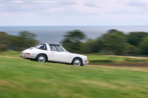 Under första modellåret fanns Targa-versionen att få med både standardmotorn på 130 hk och den 160 hk starka S-motorn.