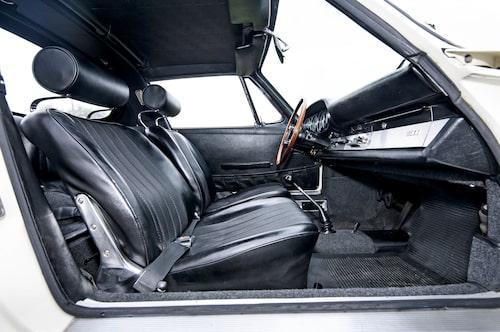 Långa förare kan glädjas åt att en tidig 911 rymmer även dem. Till skillnad från många andra gamla sportbilar.
