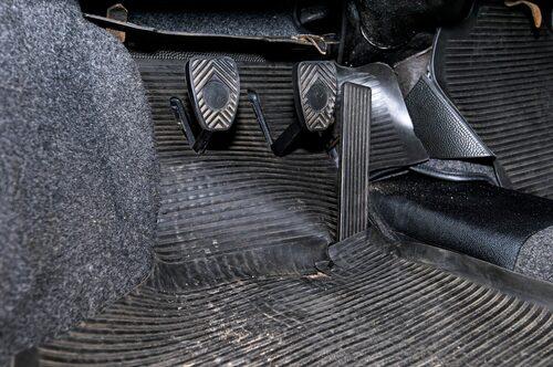 De stående pedalerna hängde med i 911 ända fram till 1998 då generation 993 togs ur  produktion.