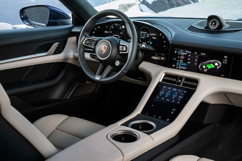 Interiören i Taycan är helt fri från läder, för första gången i en Porsche. Återvunna material av olika slag är melodin.