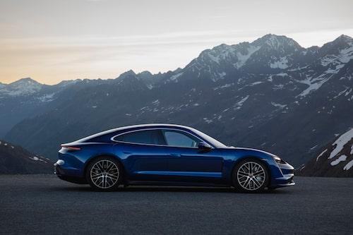 """Porsche Taycan Turbo har """"bara"""" 680 hästkrafter."""