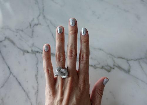 Emilia de Porets naglar är redo för fest!