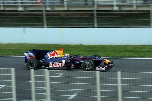 Red Bull med Mark Webber bakom ratten.