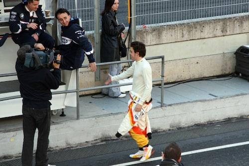 Polarna Fernando Alonso och Robert Kubica (BMW, ej förare för dagen) ville snackas vid lite.