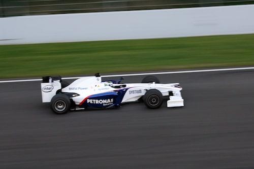 BMW Saubers Nick Heidfeld avverkade varv efter varv i rasande takt.