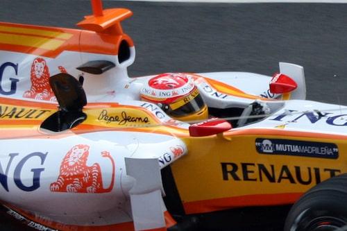 Fernando Alonso, spanjorernas självklare favorit, var tidigt ute på banan.