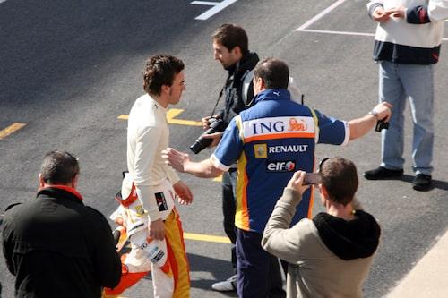 Alonso vänder ryggen till...