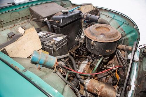 Trots den något större motorn finns det fortfarande gott om plats över i motorrummet.