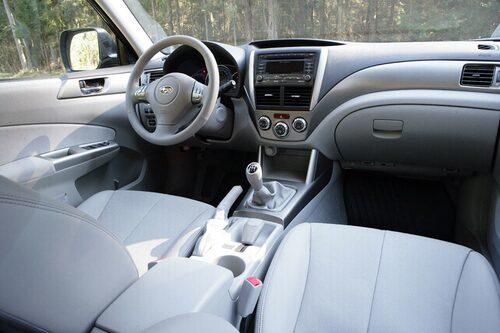 Den som kört Subaru tidigare känner igen sig i många detaljer i förarmiljön.