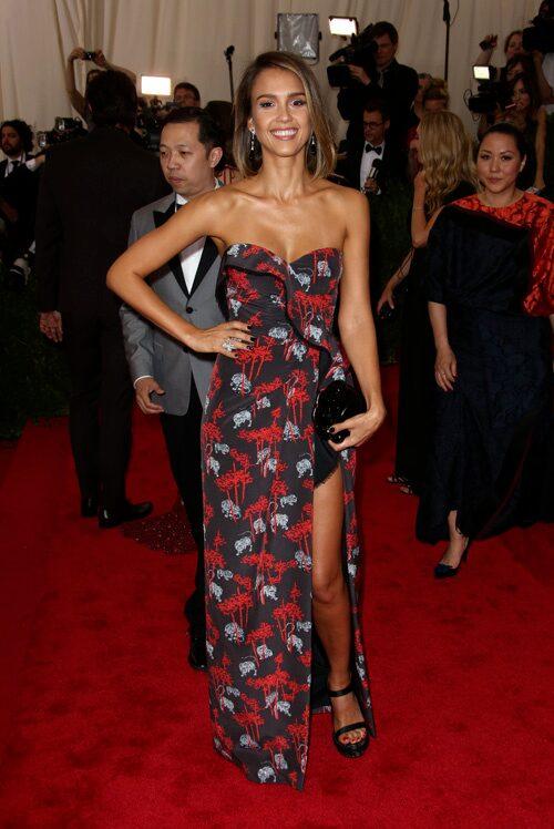 Jessica Alba strålade i en klänning från Kenzo.