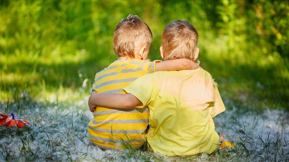 De är varandras bästa kompisar – och de bråkar, jämt och ständigt. Vad kan man göra? undrar föräldrarna. Barnpsykolog Malin Bergström svarar.
