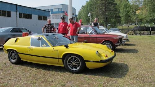 Teknikens Världs Linus Pröjtz, som ju äger en Lotus Europa årsmodell 1970, har mött sin överman på bilfestivalen. En av besökarna kom med sin Else-Europa med 100 hästkrafter mer än Linus Europa.