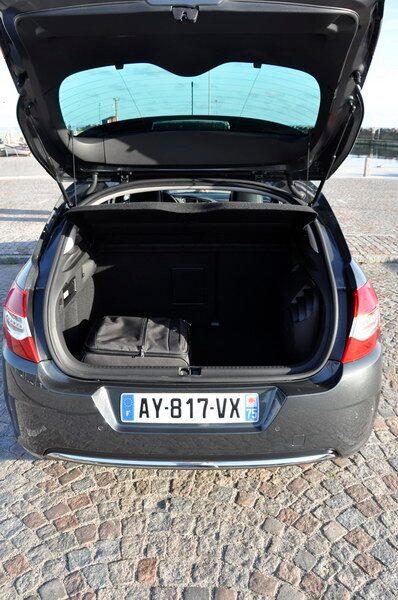 408 liter bagage ryms bak. 82 liter mer än i förra generationen C4.