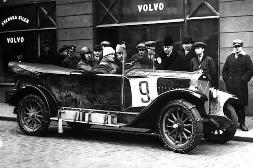 Men Volvo har varit deltagande i motorsport långt innan BTCC-satsningen 1994-2000. Den 11 februari 1928 startade tre Volvo ÖV 4 i KAK:s vintertävling med start i Göteborg och mål i Stockholm.
